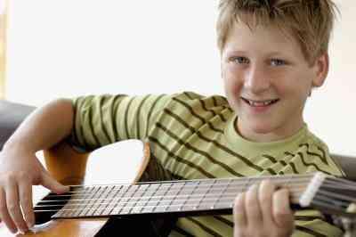 Comment Jouer Joyeux Anniversaire à la Guitare pour les Débutants