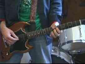 """À jouer """"BYOB"""" sur la Guitare"""