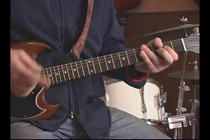 """Comment Jouer de la Deuxième Moitié de """"Back in Black"""" à la Guitare"""