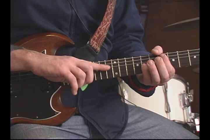 """Comment Jouer à """"Mon Pire Ennemi"""" à la Guitare"""