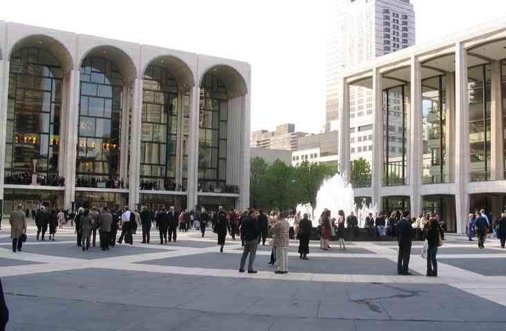 Comment Regarder les Spectacles de Broadway sur Bande Gratuitement à New York