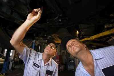 Comment Remplacer le Frein Avant de la Ligne sur un Ford F-150