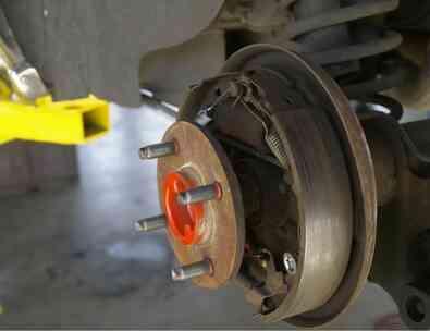 Comment Remplacer les segments de Frein Arrière sur un Chevrolet Silverado 2005