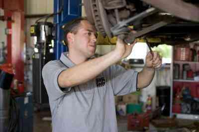 Comment Changer les Freins à Tambour Arrière sur une Ford Taurus