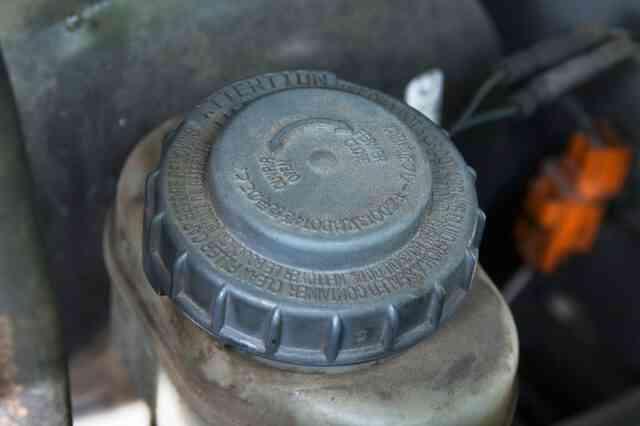 Comment purger le Maître-Cylindre Sans le Retirer Depuis une Voiture