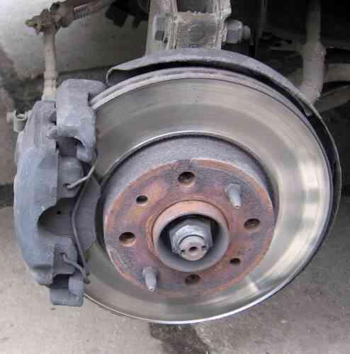 Comment Remplacer les Freins Avant sur une Chevrolet S-10