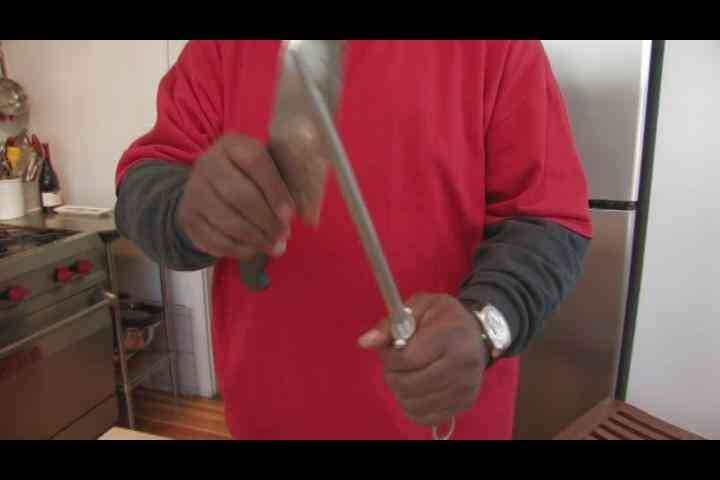 comment aiguiser un couteau de cuisine avec de l 39 acier. Black Bedroom Furniture Sets. Home Design Ideas