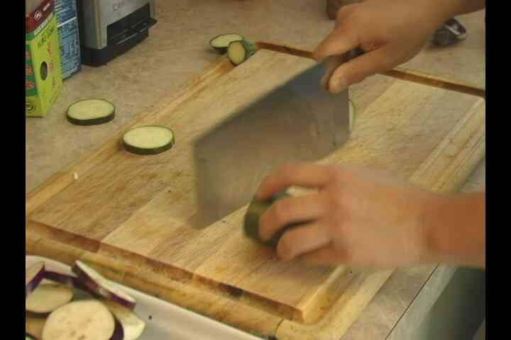 Couper Les Courgettes & Les Aubergines Japonaise Légumes Tempura