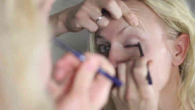 Comment puis-je Regarder pour le Maquillage des Yeux Qui Ne Rendent pas Mes Yeux à l