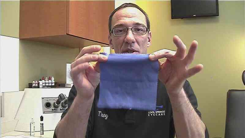 Comment Nettoyer un Œil de Verre Tissu