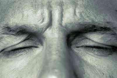 articulation TEMPORO-mandibulaire & la Douleur dans les Yeux