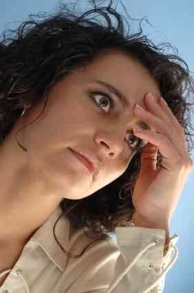 Quelles Sont les Causes de Maux de tête Fréquents sur le Dessus de la Tête?
