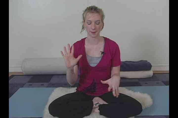 Le Yoga Pose de Prière pour Soulager les maux de tête