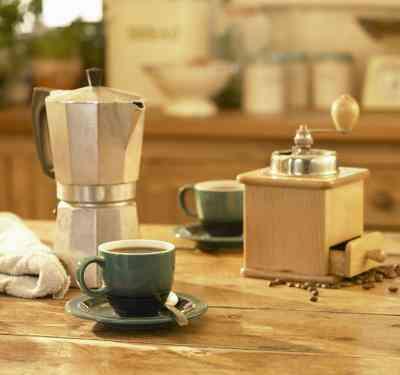 Comment Arrêter Statique dans un Moulin à Café