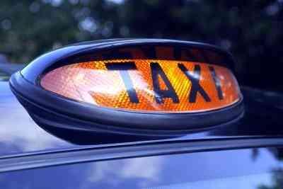 Comment Écrire une Fonction JavaScript Qui Calcule une course en Taxi
