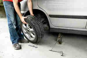 Réparation de pneus à plat: réparation de voiture