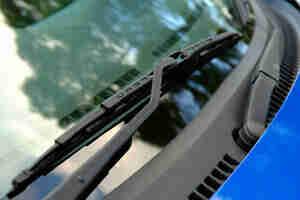 Voiture de pare-brise essuie-glace de remplacement: des armes, des lames de patin et de recharges