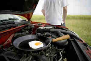 Cuire les aliments sur votre moteur de voiture