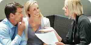 Démarrer une carrière en assurance: devenir un agent d