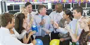 Des idées pour la retraite parties: des cadeaux, des fournitures et des toasts