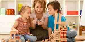 la Maman de jouer avec ses enfants