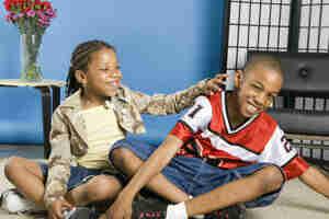 La compréhension de la sœur et le frère de relations: comportement de l