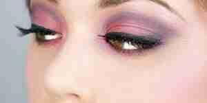 Appliquer fumé maquillage des yeux: obtenir le look smoky eyes