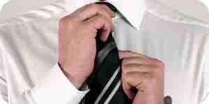 Un nœud de cravate: apprendre à nouer une cravate