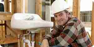 Découper un trou dans un évier de cuisine: installation de la plomberie